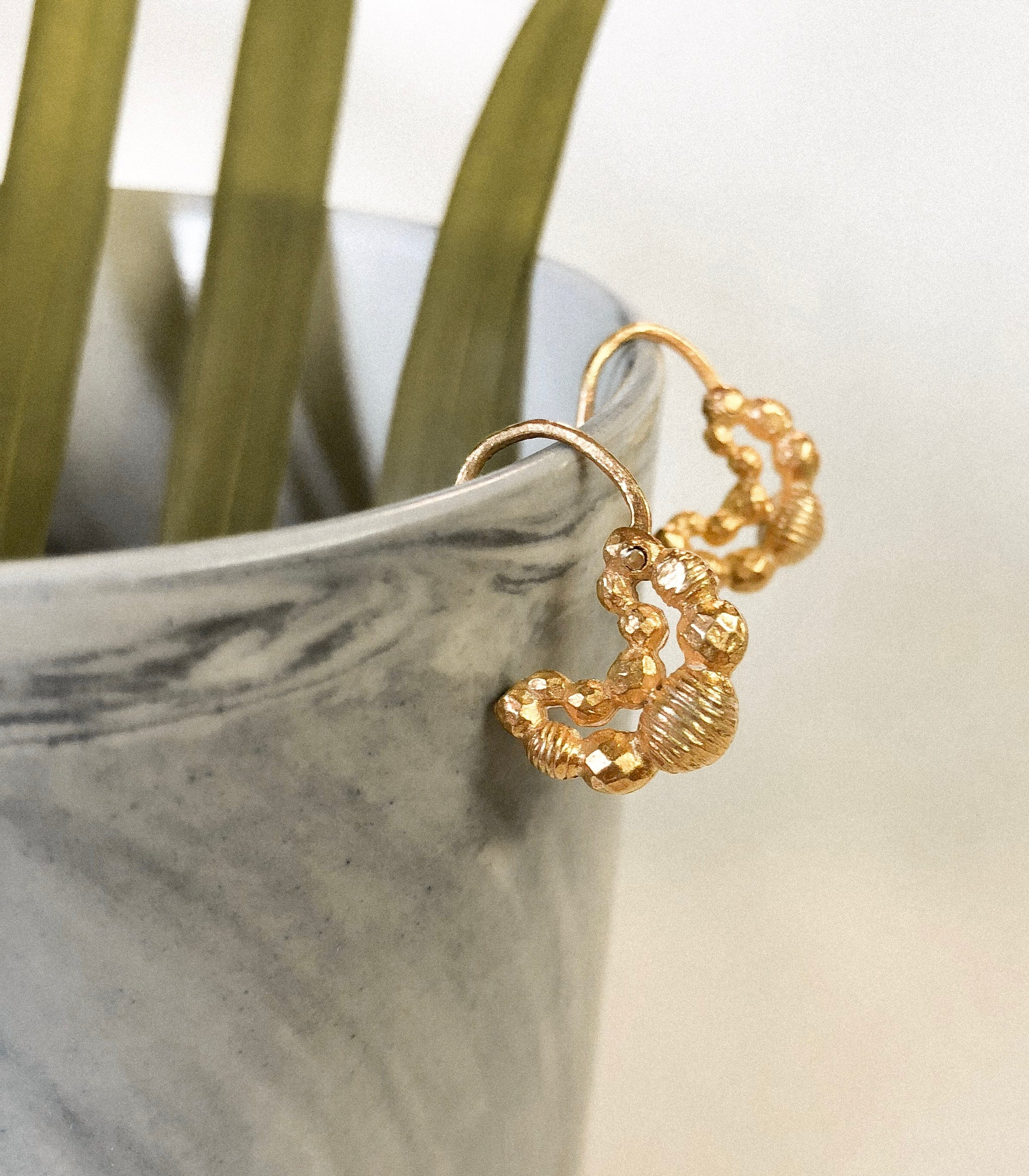 Aira Earrings Side - AMAMI