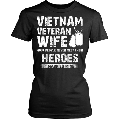Proud Vietnam Veteran Wife T-shirt