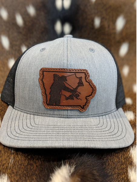 State of Iowa Bowfisherman Patch Hat - Shirt Guys Bowfishing and Hunting T-Shirts