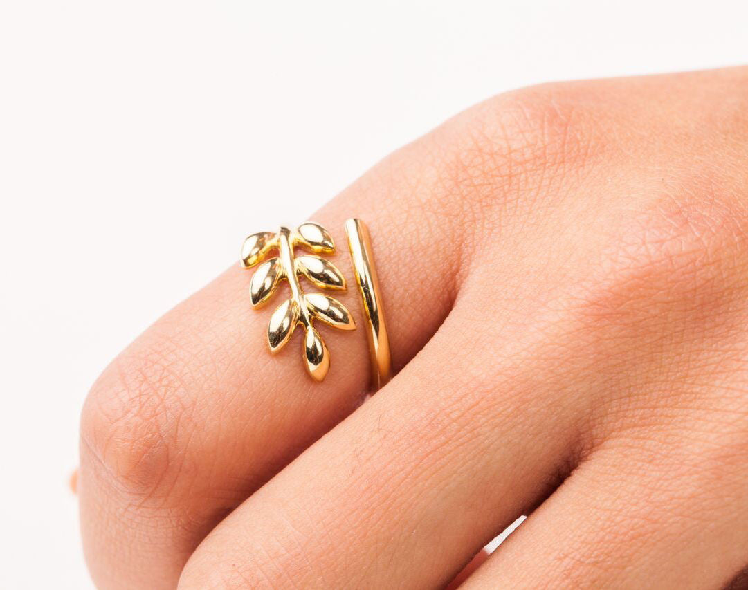 Finn 18k Golden Leaf Ring