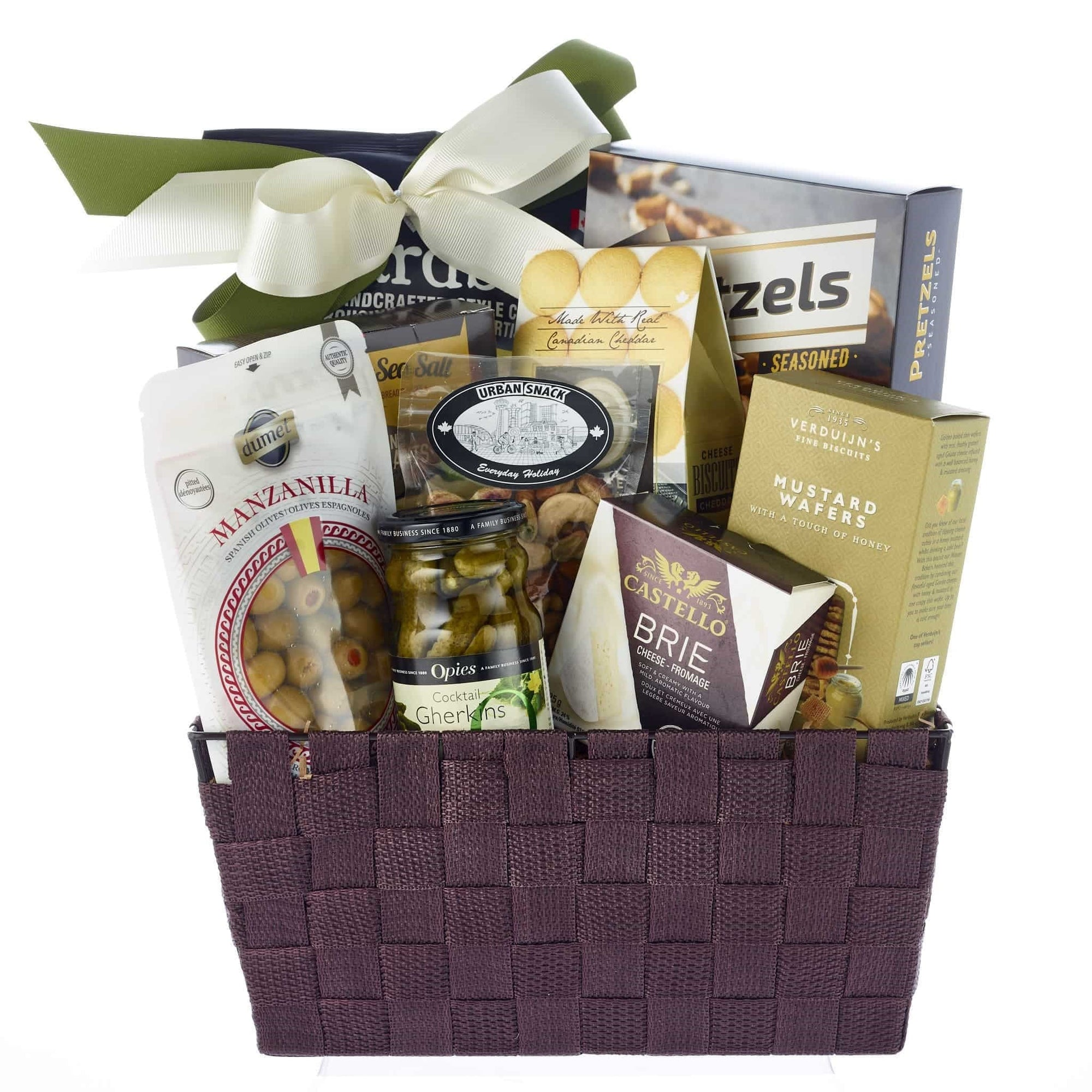 Savoury cheese and crackers gourmet hamper