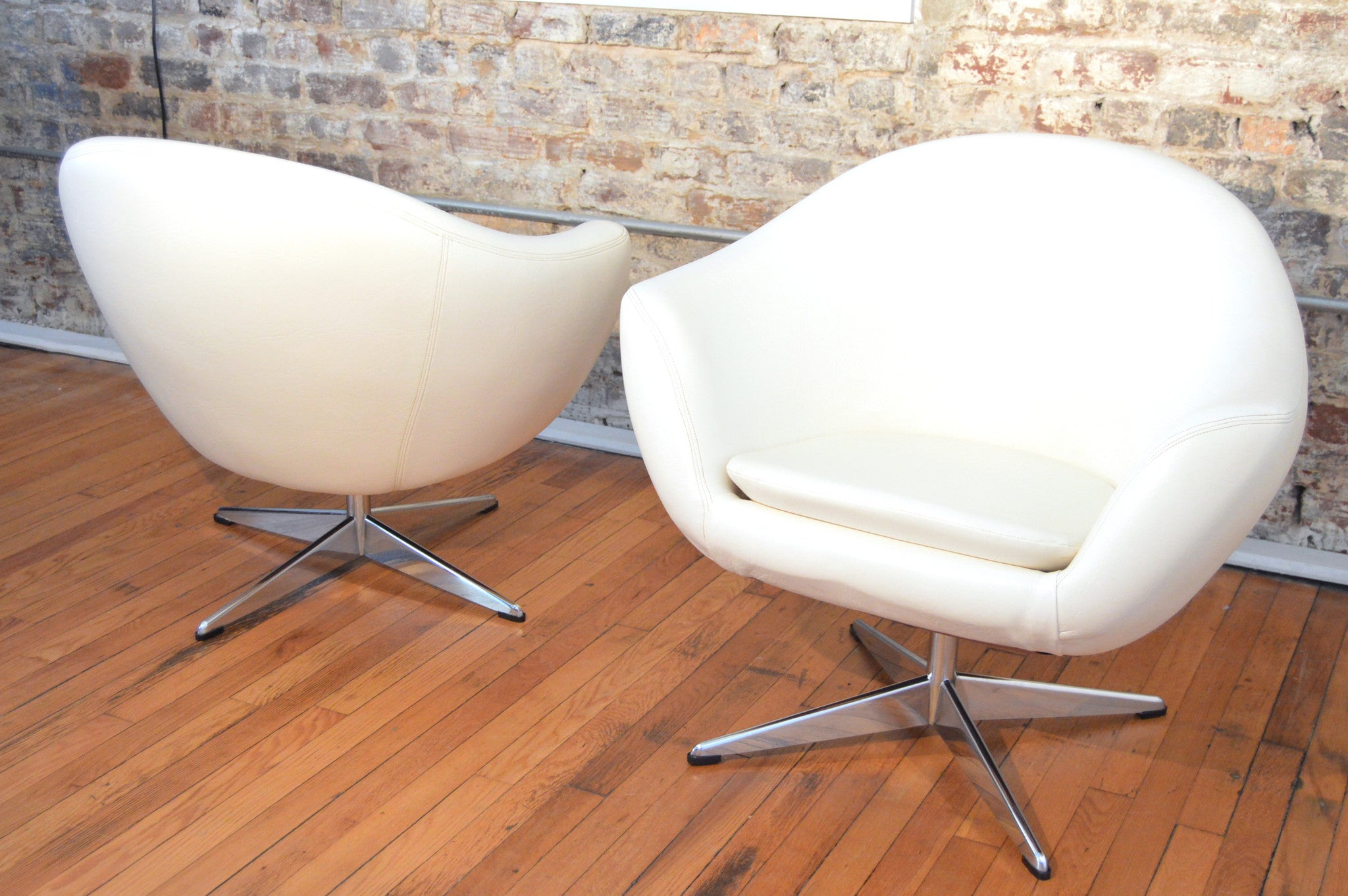 Mid Century Modern Space Age White Tub Chairs By Overman