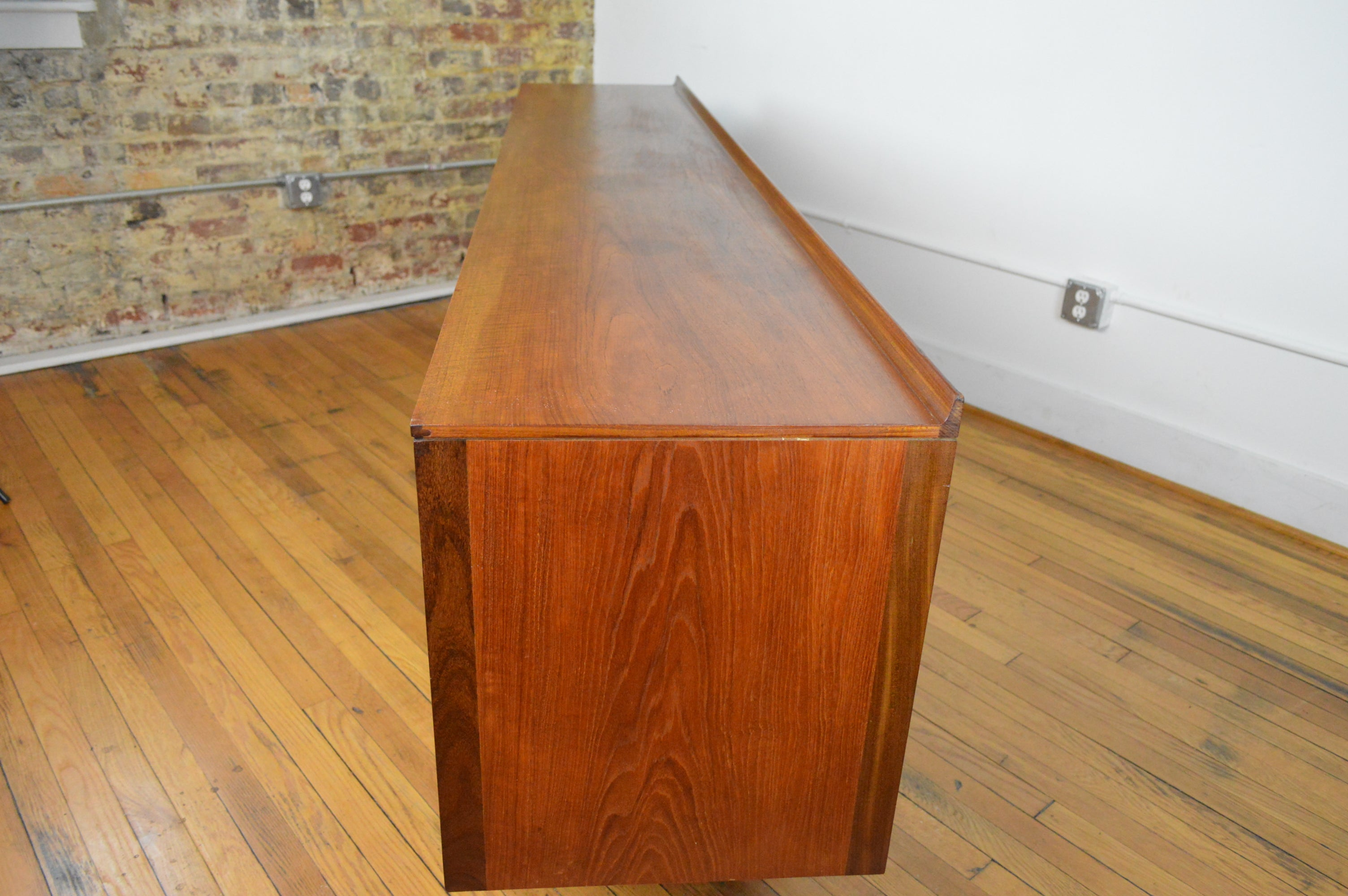 5b3ef500b3a0 Robert Heritage for Archie Shine U.K. Extra Long Credenza