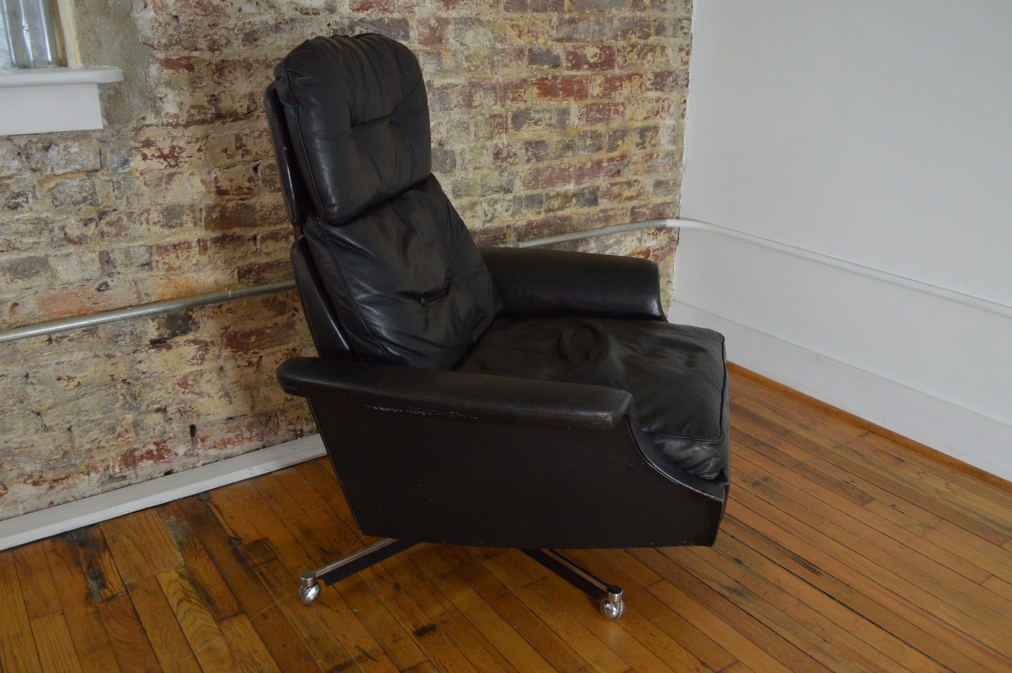 Rare Dux Sweden Mid Century Leather Recliner & Rare Dux Sweden Mid Century Leather Recliner - GalaxieModern islam-shia.org