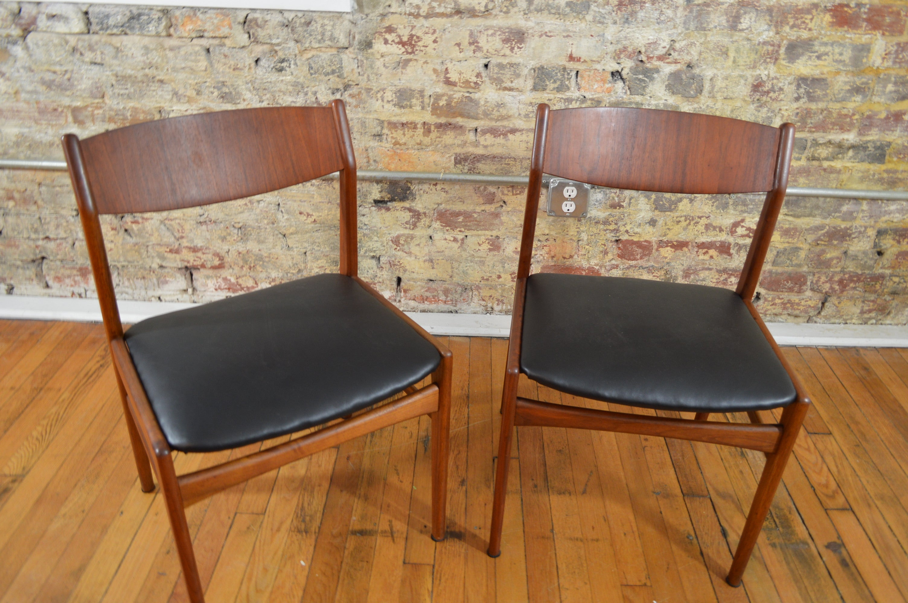 Folke Ohlsson For Dux Of Sweden Set Of Eight Dining Chairs