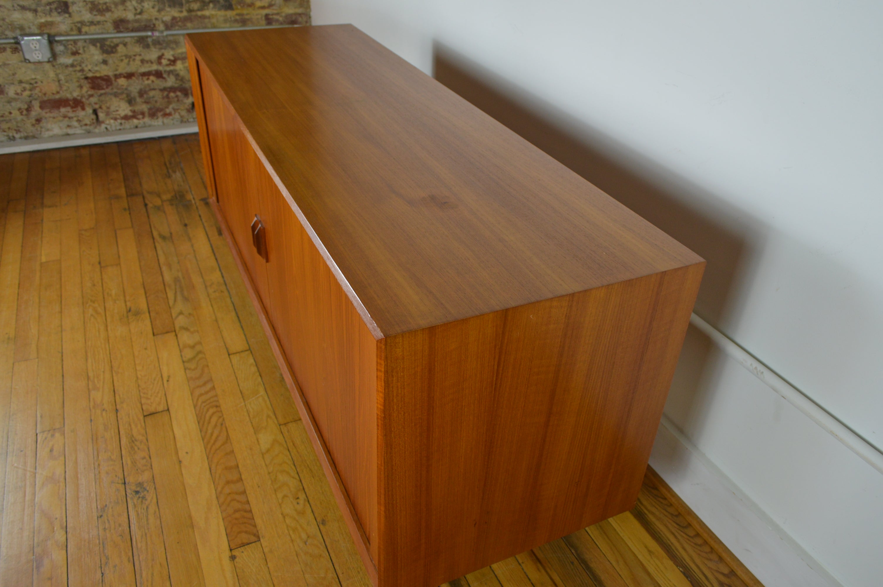 f0ca39b338a56 Faarup Danish Mid Century Modern Teak Stereo Console   Compact Credenza