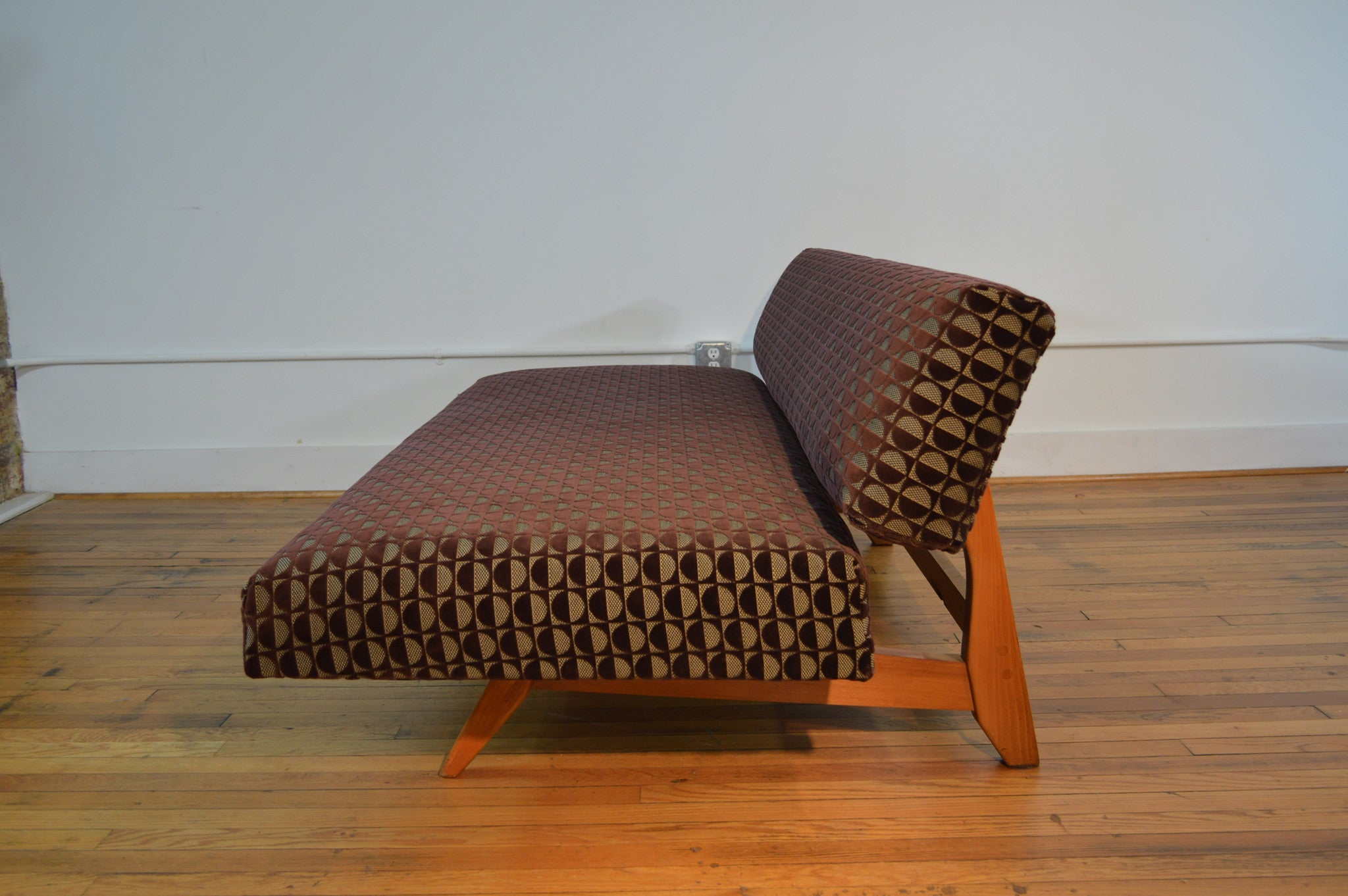 Knoll Style Adjustable Daybed Sofa in Geometric Cut Velvet