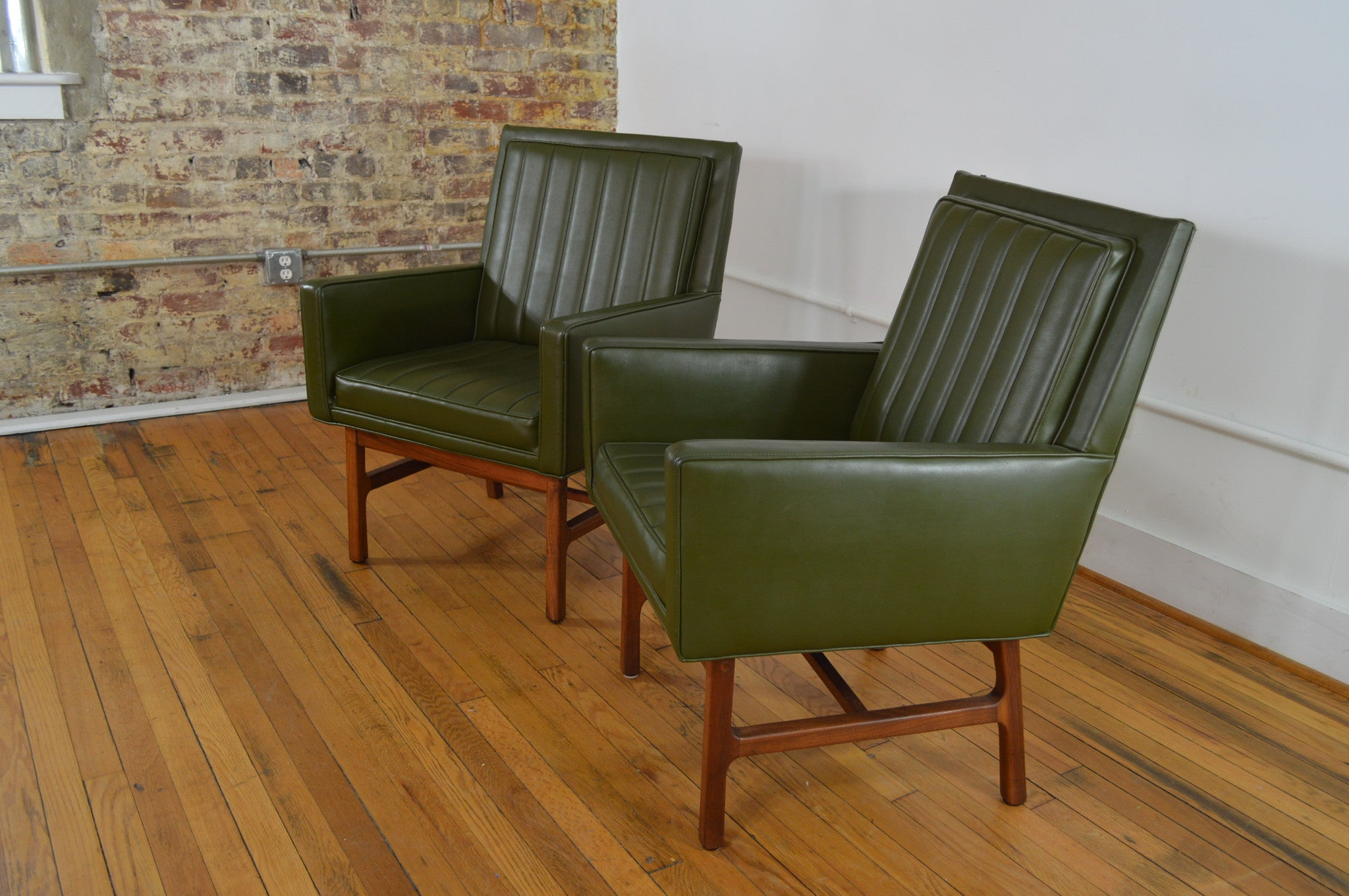 Milo Baughman For Thayer Coggin Walnut Frame Mid Century Chairs