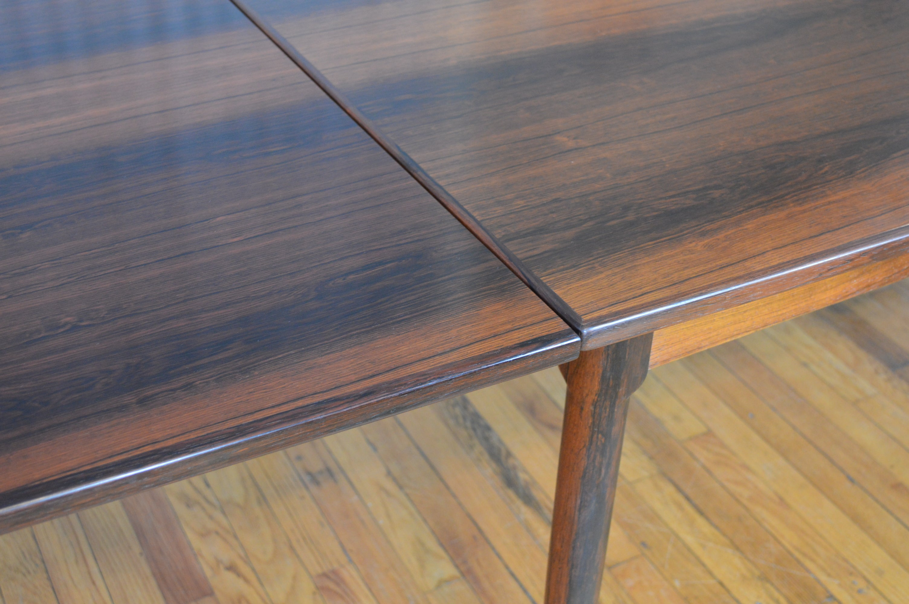 Gorgeous Rosewood Danish Draw Leaf Dining Table By Randers Møbelfabrik