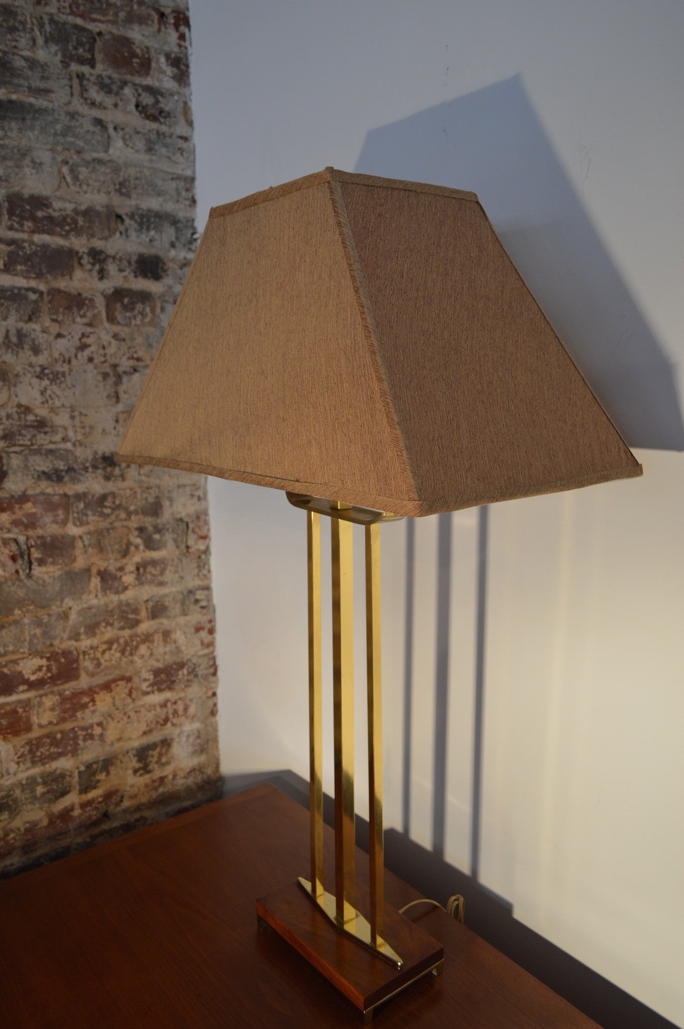 Table lamps galaxiemodern gerald thurston mid century modern lightolier brass and wood table lamp with shade geotapseo Image collections