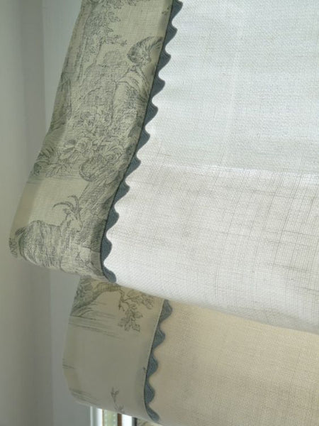 #088 Roman Shade with Toile Accent and Rickrack   (slats)