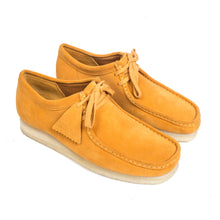 Load image into Gallery viewer, Clark's Wallabee Low Tumeric