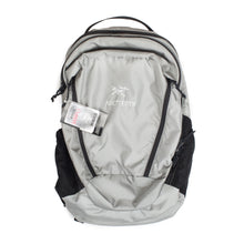 Load image into Gallery viewer, SAMPLE Arc'teryx Mantis 26L Silver Backpack