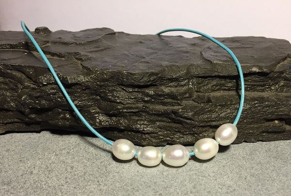 Simply Blue 5-Pearl Necklace