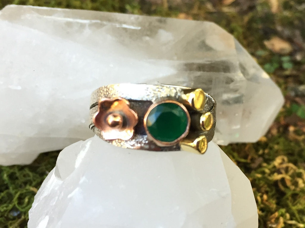 Indian Emerald Tri-Tone Daisy Ring Size 9