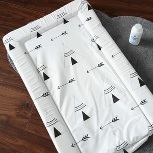 Monochrome changing mat tipi