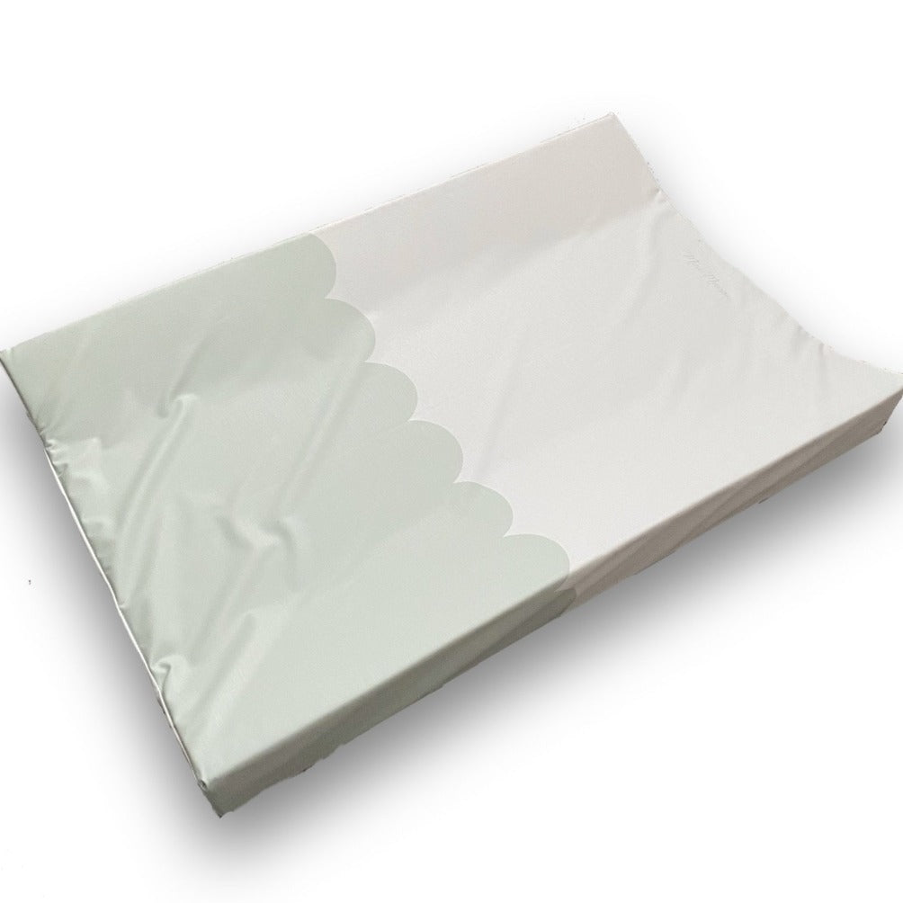 Mint Green Scallop Anti-Roll Wedge Changing Mat