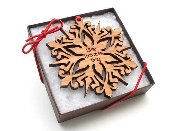 Ciao Bella Detailed Snowflake Ornament Gift Box 316A - Nestled Pines