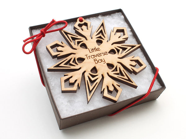 Ciao Bella Detailed Snowflake Ornament Gift Box 316C - Nestled Pines