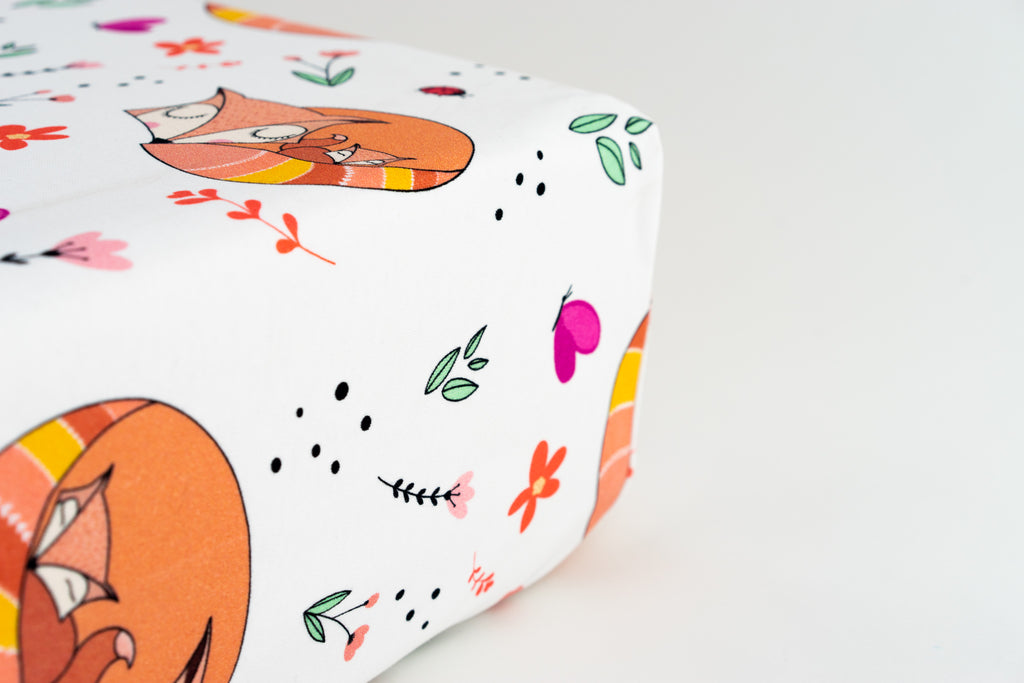 Magnolia Organics Organic Cotton Interlock Crib Sheet - Snuggling Foxes - Animal Collection