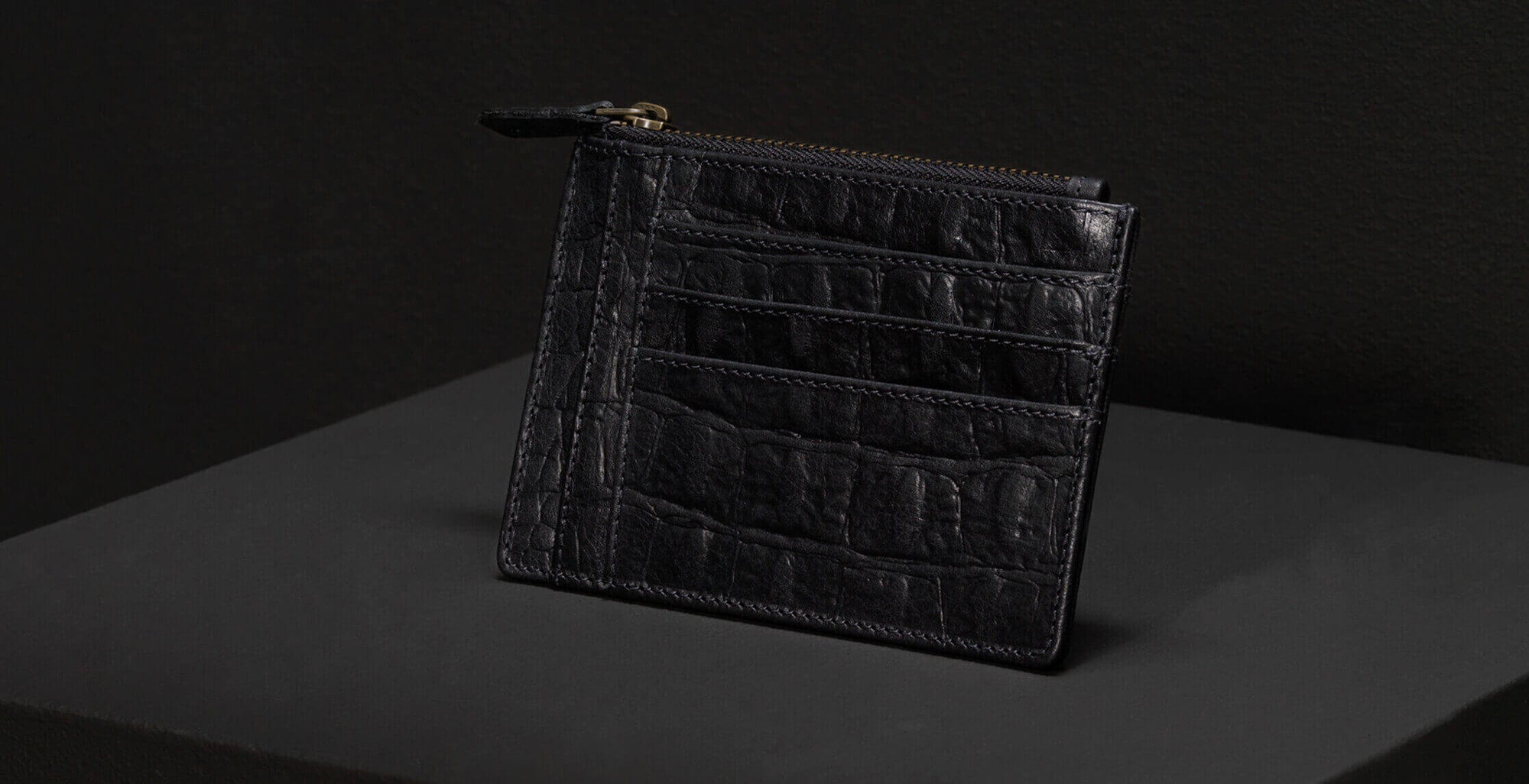 Leather wallet of black vegetable tanned leather with crocodile print