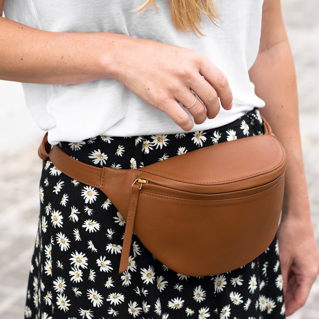 Fanny pack 'Niki' small cognac | gold