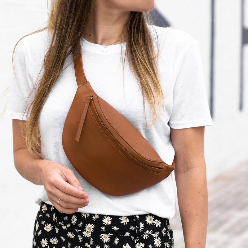 Stylish cognac leather fanny pack with golden zipper DAPHNY RAES
