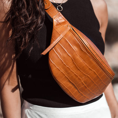Oversized cognac leather fanny pack with crocodile print DAPHNY RAES