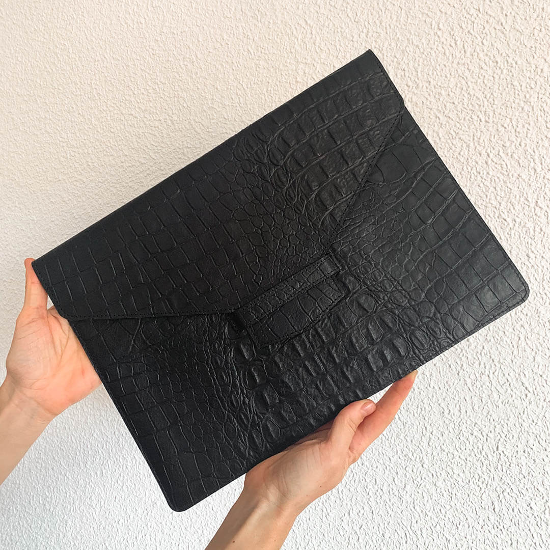 Sample Laptop sleeve black croco