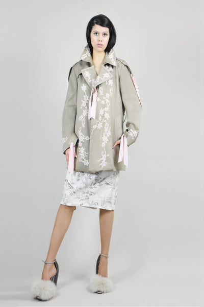 Hand embroidery raincoat