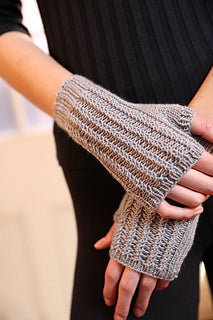 F803 Fingerless Mitts