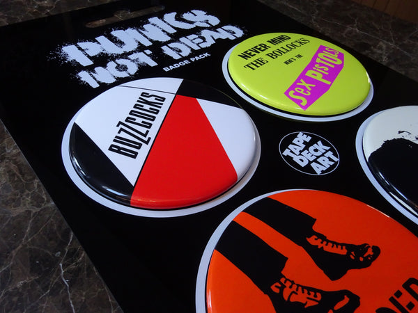 PUNKS NOT DEAD 4 badge blister pack