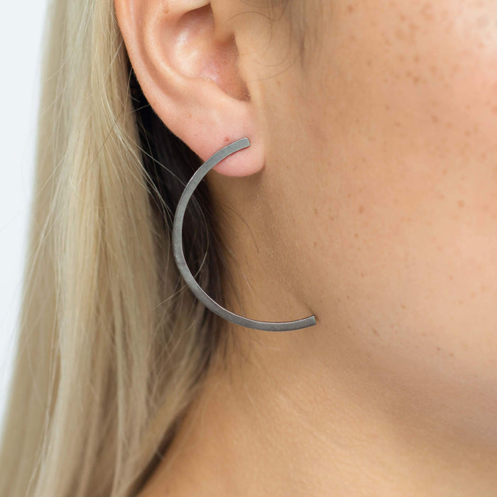 D 616 - Slim Half Circle Earring