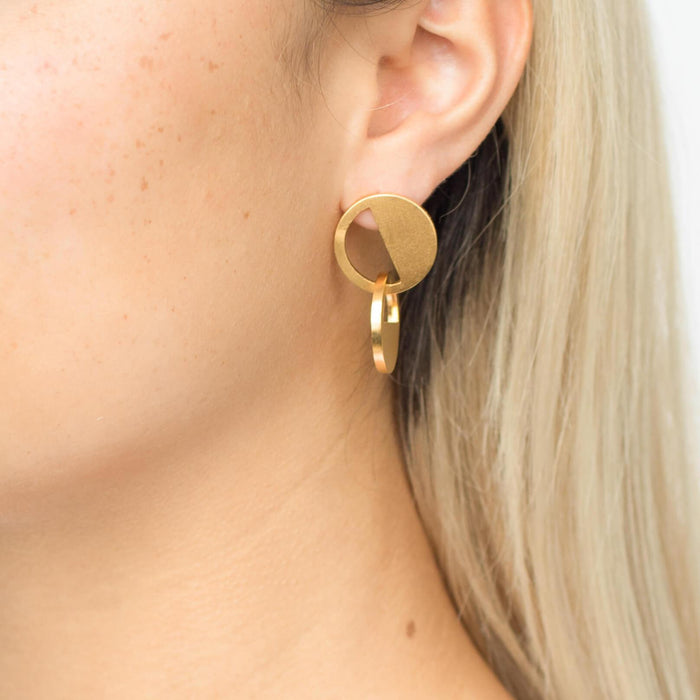 D 622 - Asymmetric Circle Earrings