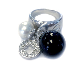 Black & White Pearl with Rhinestone Clover Ring (Size 7)