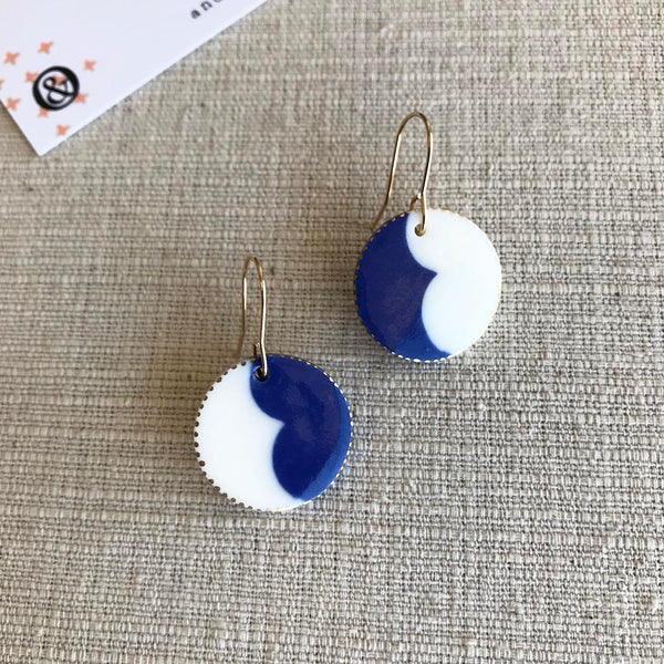 Curve Drop Earrings / Indigo & White