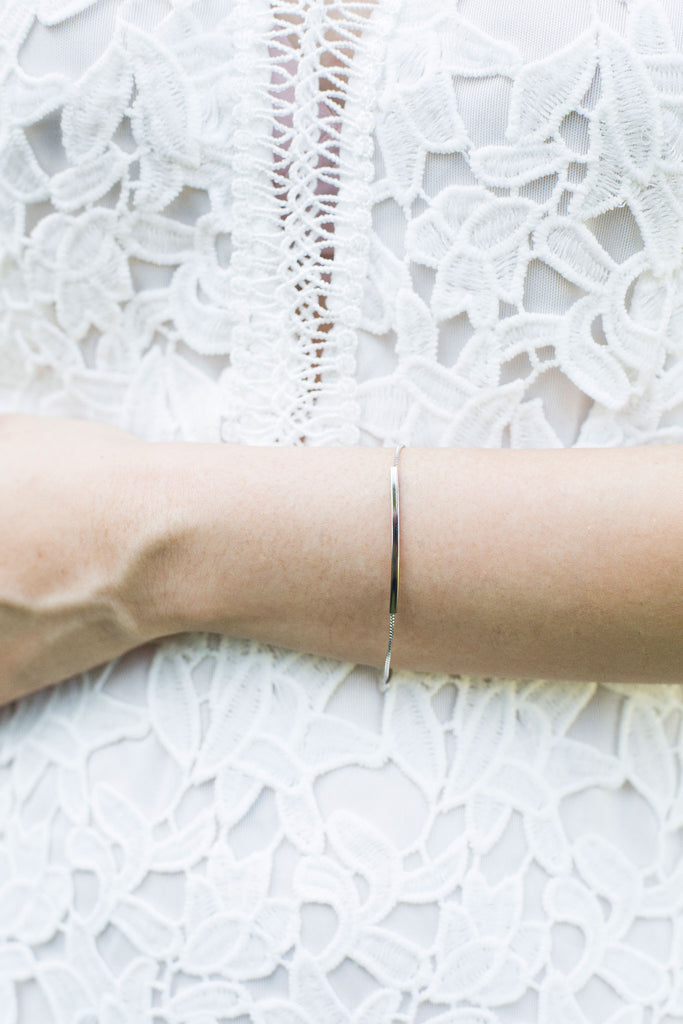 A minimalistic, delicate and elegant .925 chain bracelet in sterling silver with a bar. Wrapped seductively around the wrist, perfect for everyday wear.