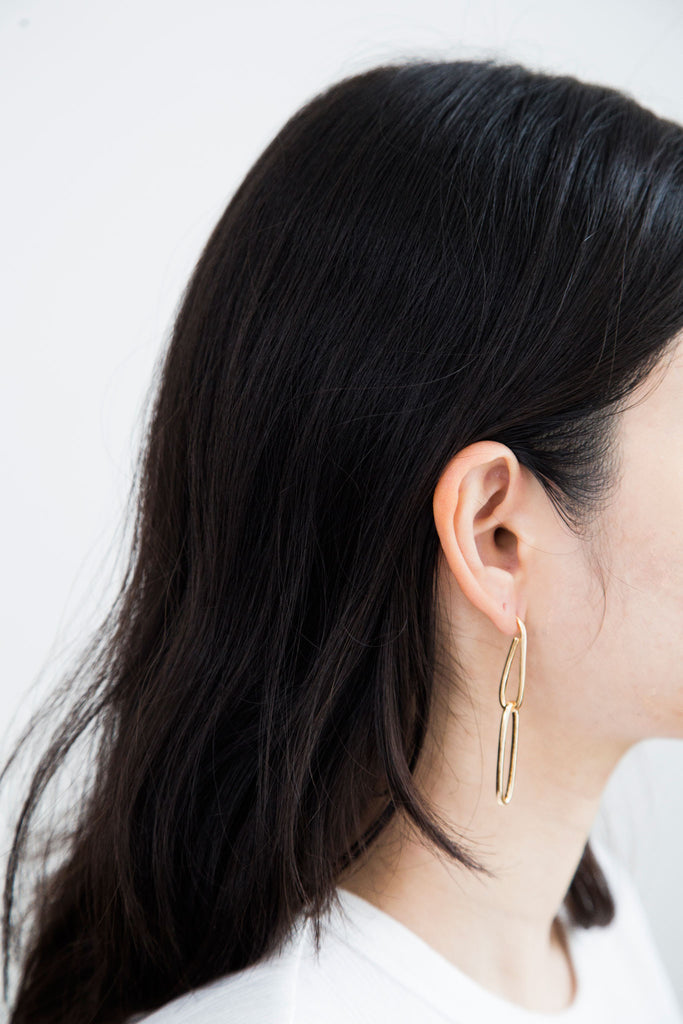 Modern Jewelry at affordable price. We love these cool and clean interlocking chain drop earring. Wear them for a cool girl moment. Remove the bottom chain for a subtle look.
