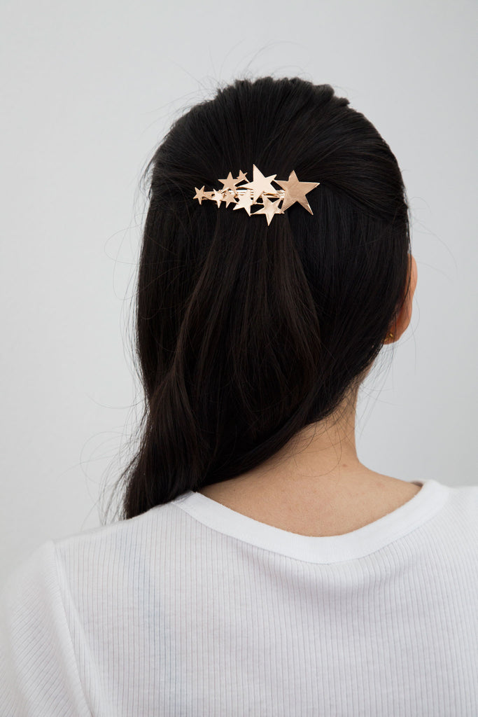 Star barrette, modern hair accessories. Like scattered gold dust sprinkled across the sky. This gold star barrette is sure to brighten up your hair.
