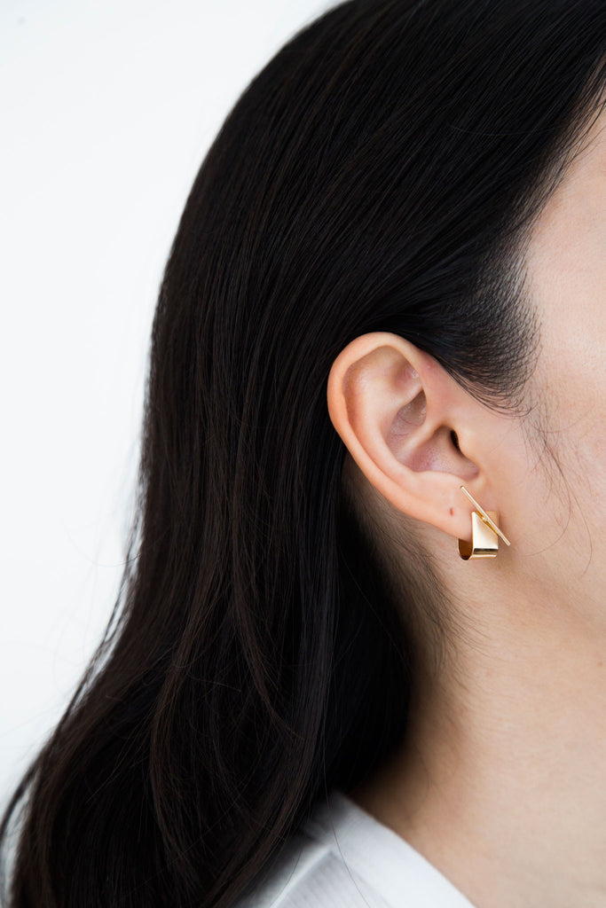Modern Jewelry at affordable price. The elevated elegant Alice earrings that add a pretty accent to any look. Wraps around the ear lobe beautifully.