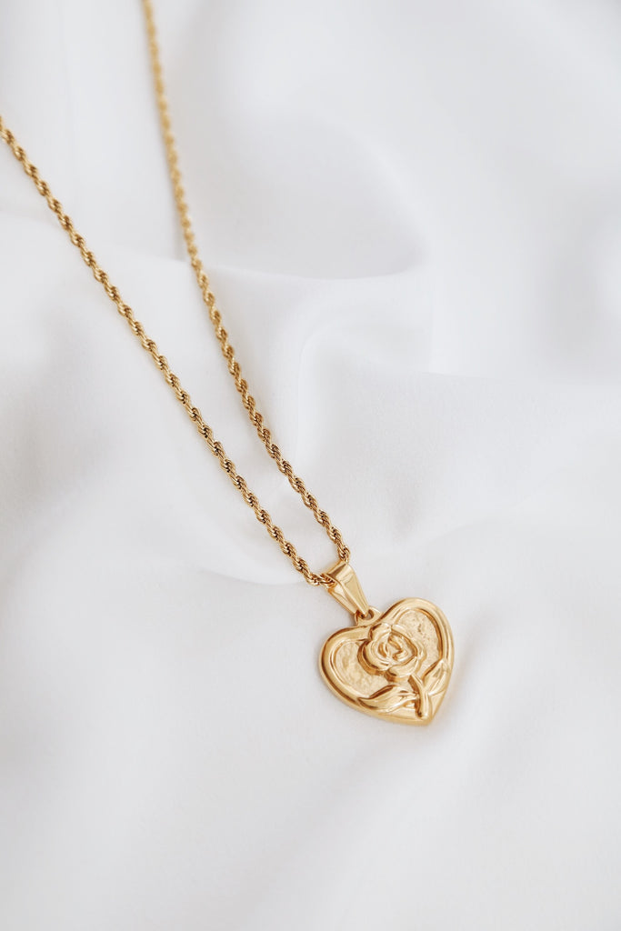 Sora Rose Necklace