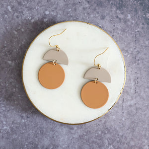 Orla earrings, sand with putty top