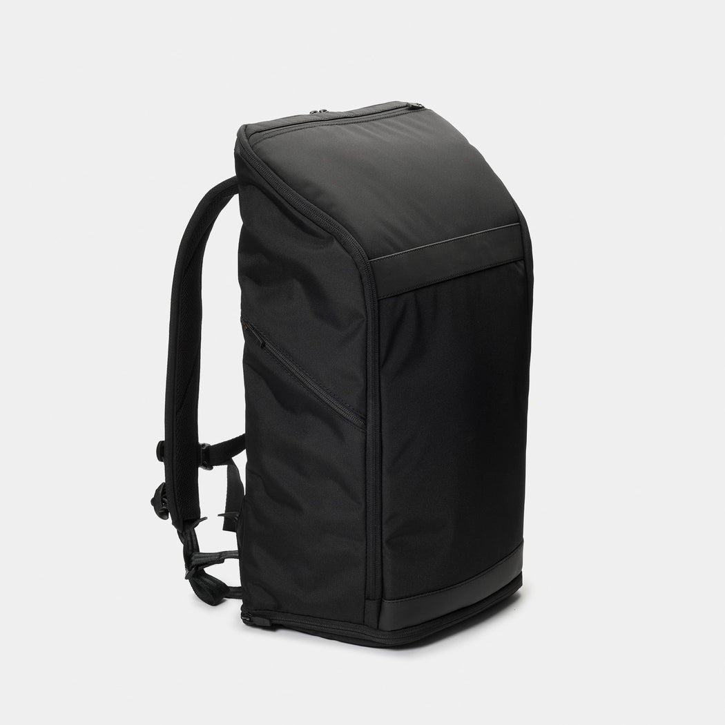 invisible backpack THREE in black - side