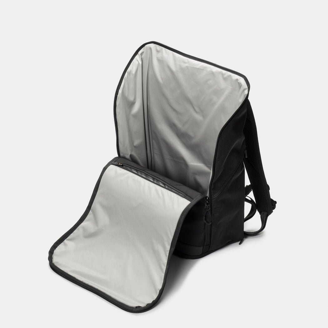 invisible backpack THREE in black - main compartment