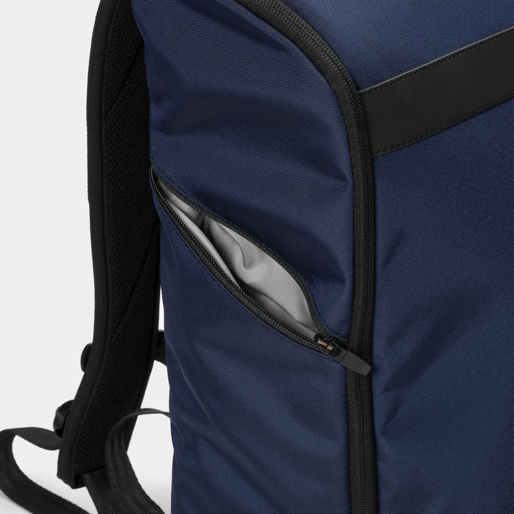 invisible backpack THREE in navy blue - side pocket