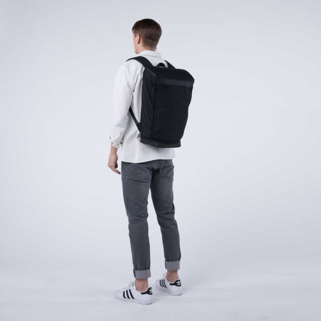 px weatherproof Invisible backpack three black - male model