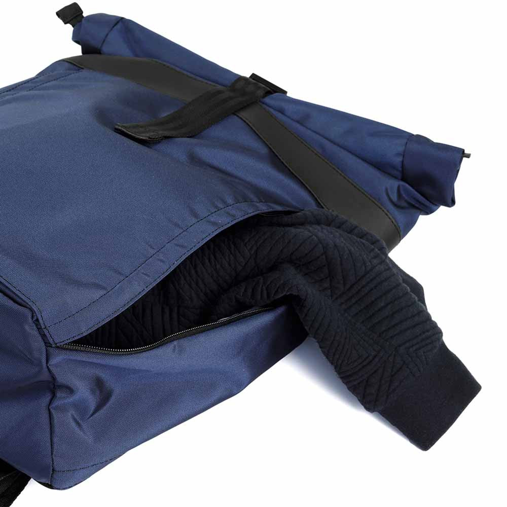 px weatherproof Invisible backpack rolltop dark blue - main compartment entrance