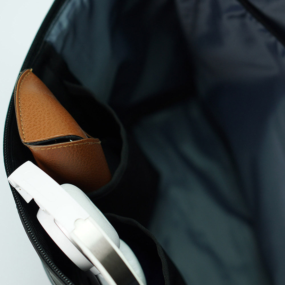 px weatherproof Invisible messenger bag - inside pockets