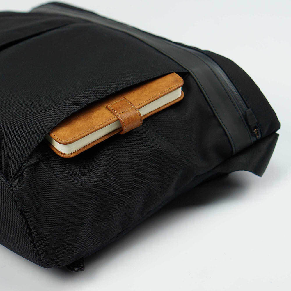px weatherproof Invisible messenger bag - side pocket