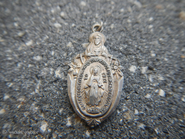 Vintage Detailed Sterling Silver Sacred Heart Miraculous Mother Medal Religious